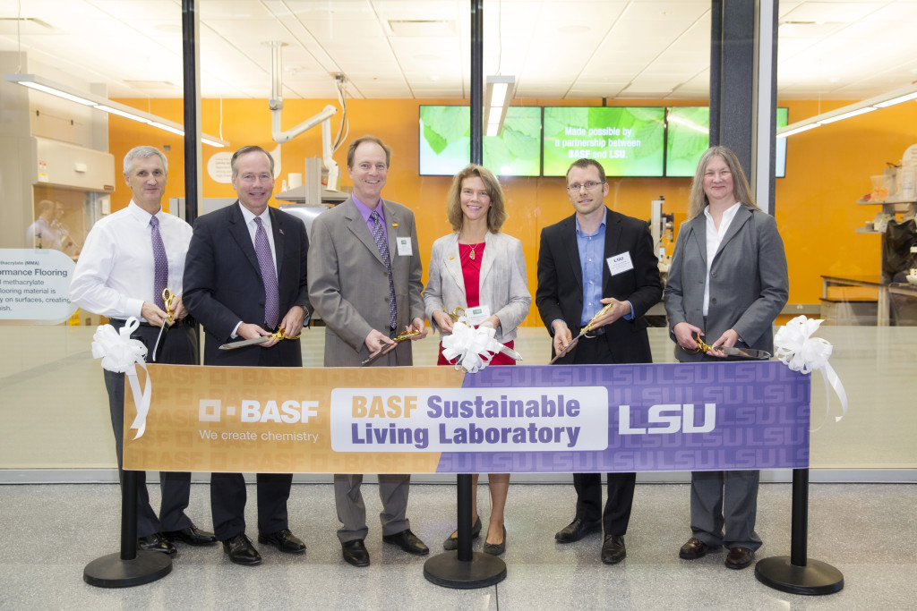 Representatives from BASF and LSU participate in the ribbon-cutting ceremony for the BASF Sustainable Living Lab at Louisiana State University.